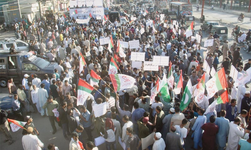 WORKERS of the Muttahida Qaumi Movement-Pakistan hold a protest demonstration against water shortage at the Nagan Chowrangi traffic intersection on Sunday.—Online