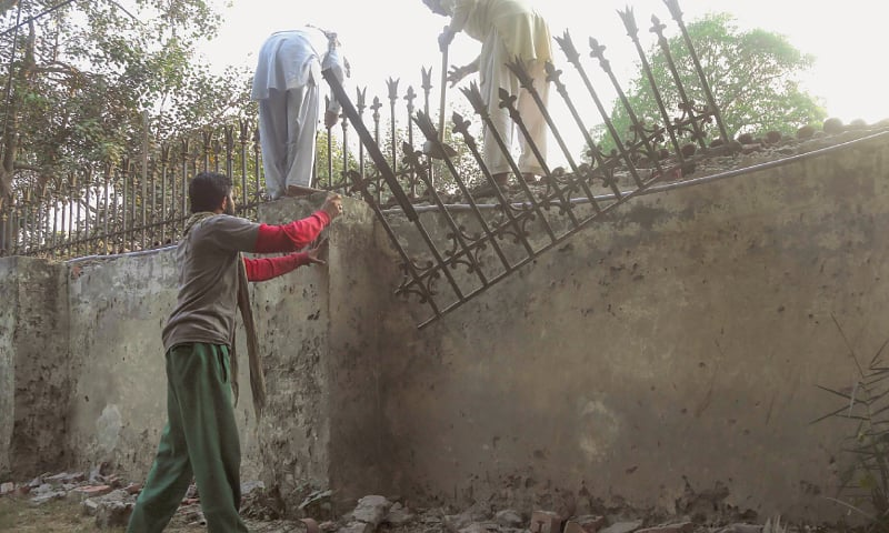 La Labourers Taking Down The Iron Fence From Boundary Wall Of Punjab Governor House