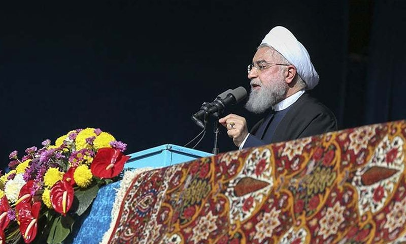 ایرانی صدر حسن روحانی عوامی اجتماع سے خطاب کرتے ہوئے — فوٹو : اے پی