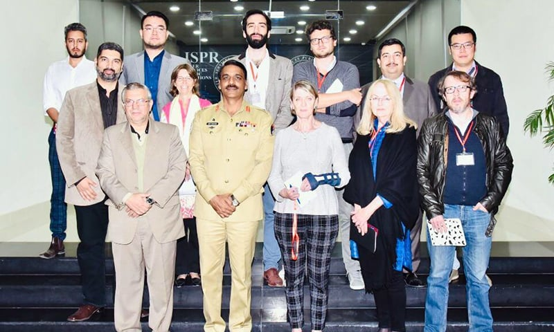 DG ISPR Maj Gen Asif Ghafoor in a group shot with Pakistan-based foreign journalists. — Photo: ISPR