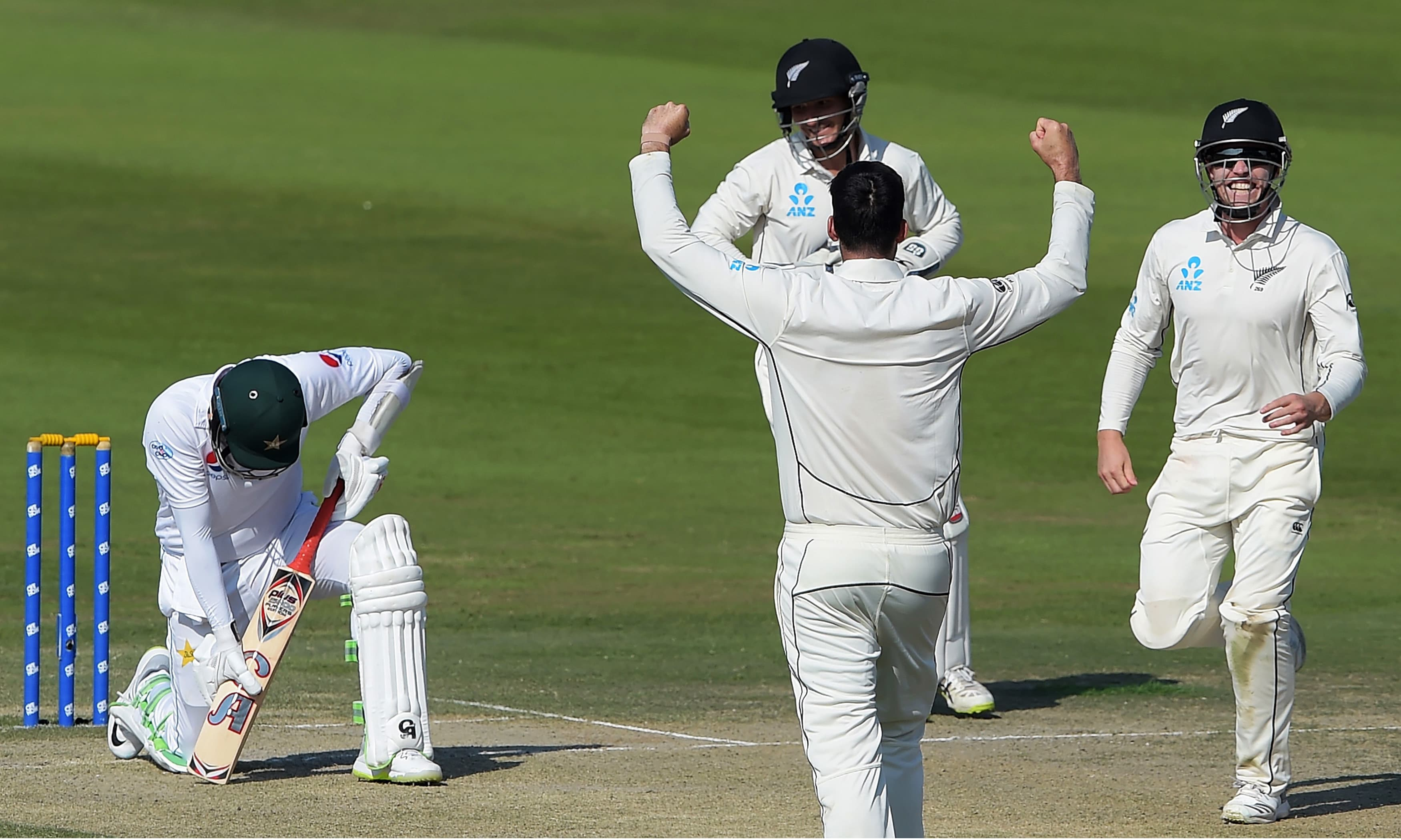 New Zealand cricketers react after the dismissal of Azhar Ali during the third day of the final Test match. —AFP