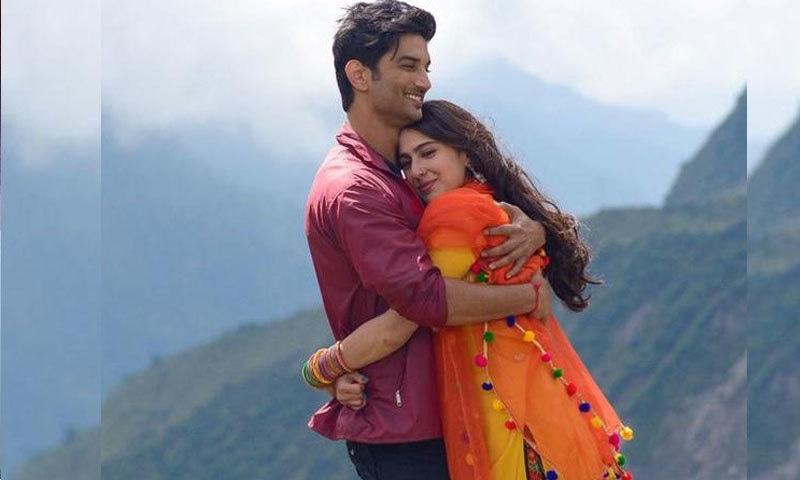 کیدر ناتھ میں سارہ اور سشانت سنگھ پیار کرتے دکھائی دیے—اسکرین شاٹ