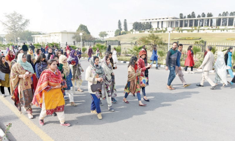 Visitors head towards the back garden, zoo and main ceremony halls at Aiwan-i-Sadr.