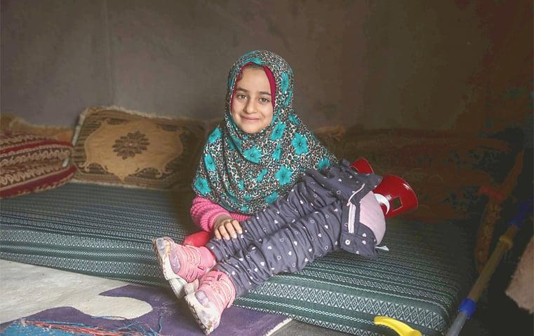 Serjilla (Syria): Maya Merhi holds her prosthetic legs.—AFP