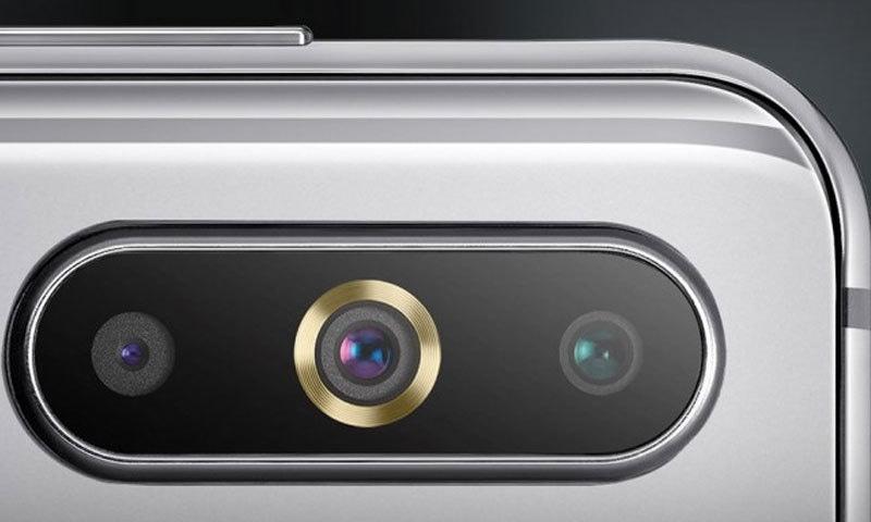 سام سنگ اے 8 ایس کے بیک پر تین کیمرے دیے گئے ہیں—فوٹو: سام سنگ