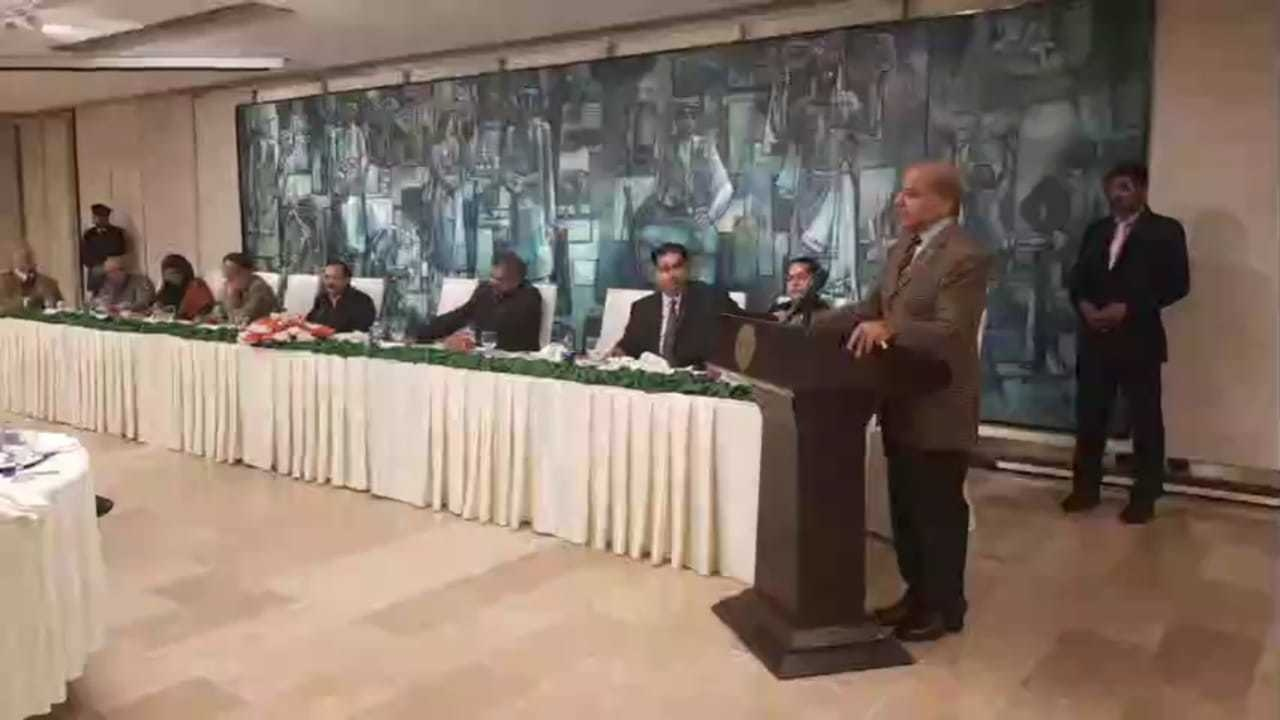 Shahbaz Sharif addresses a PML-N parliamentary group meeting. — Photo by author