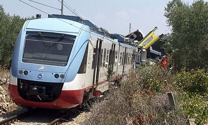 7 killed as train crashes in Ankara