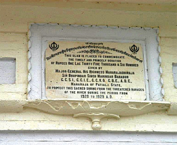 A commemorative slab at Kartarpur | Amarjit Chandan