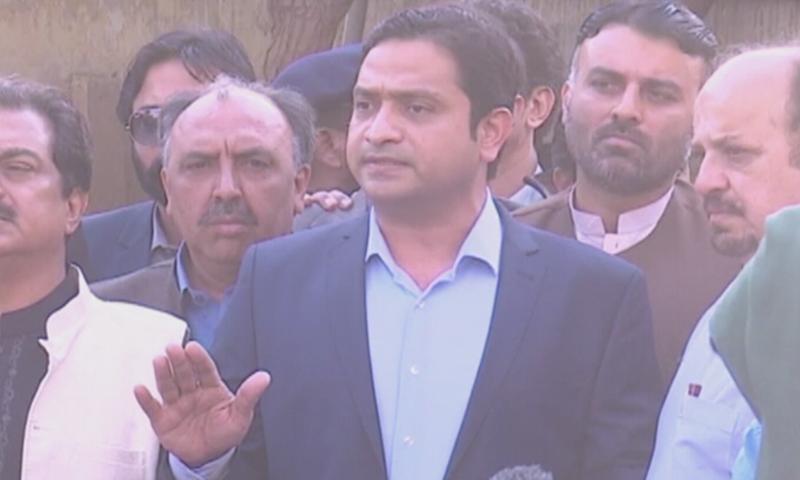 PTI MPA  Khurram Sherzaman speaks at the ECP office in Karachi. — DawnNewsTV