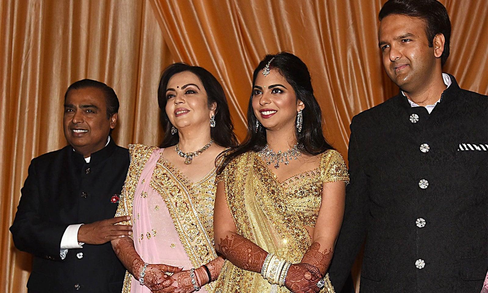 دنیا کی مہنگی ترین شادی کرنے والے امبانی خاندان کی پرتعیش زندگی