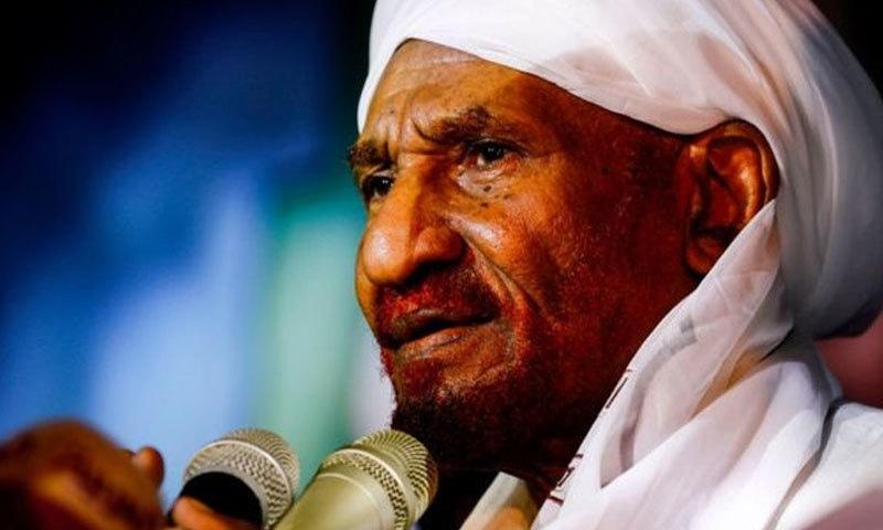 مرکزی اپوزیشن جماعت امہ پارٹی کے رہنما صادق المہدی نے 22 افراد کی ہلاکت کی مذمت کی—فوٹو:اے ایف پی