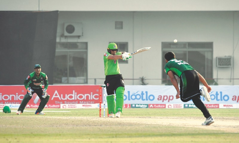 MULTAN: Lahore Whites captain Kamran Akmal pulls Islamabad paceman Shehzad Azam Rana during his whirlwind innings of 93 in the second semi-final of the National T20 Cup at the Multan Cricket Stadium on Monday.—courtesy PCB