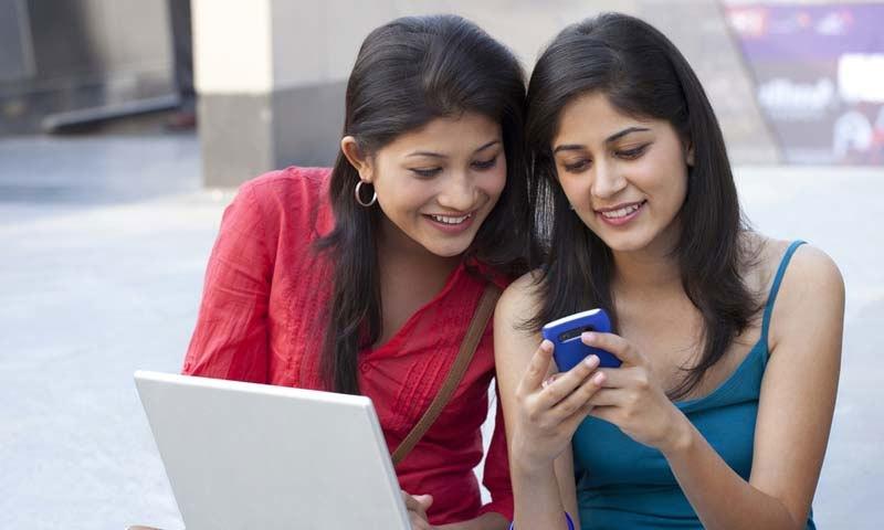 سال کے آخر تک ہر دوسرے شخص کو انٹرنیٹ تک رسائی حاصل تھی—فائل فوٹو: بی جی آر انڈیا