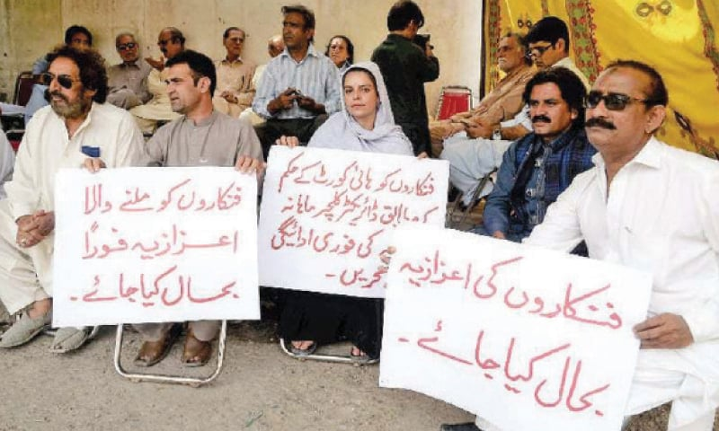 Artists stage a protest in Peshawar over delay in payment of monthly stipend. — File photo