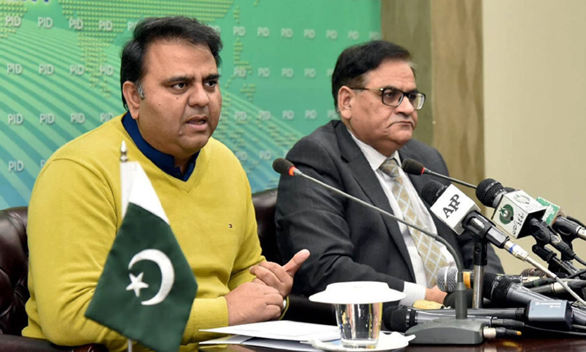 Fawad Chaudhry says the federal government merely wants the Sindh chief minister to tender resignation. —PID