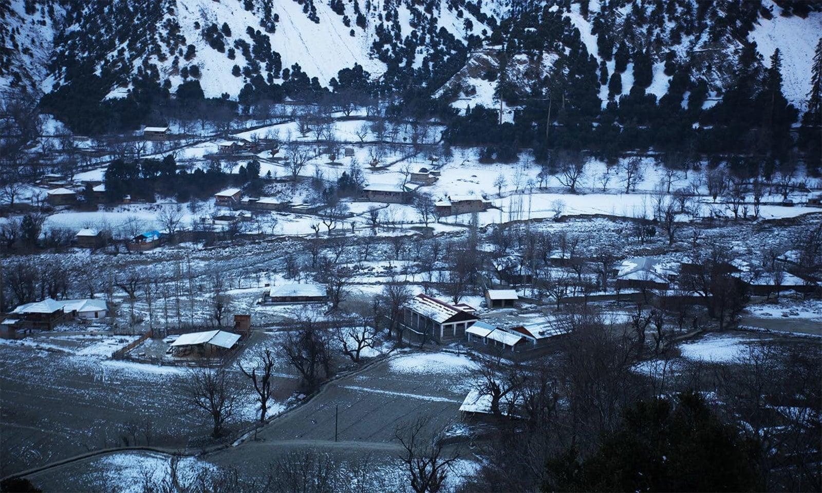 دسمبر میں وادی کالاش کا ایک منظر — فوٹو بشکریہ دانیال شاہ