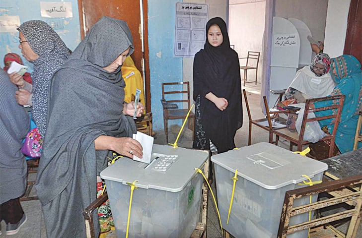QUETTA: Women cast votes at a polling station in Pashtoon Bagh.—APP