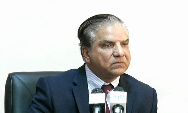 Wapda Chairman Muzammil Hussain addresses a press conference on Wednesday. — DawnNewsTV