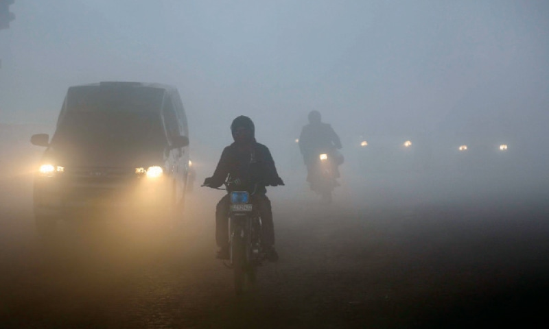 Unexpected power issue a casualty of fog - Pakistan - DAWN.COM
