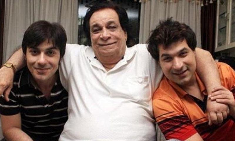 اداکار اپنے بیٹوں کے ساتھ، ان کے تین بیٹے ہیں—فوٹو: انسٹاگرام