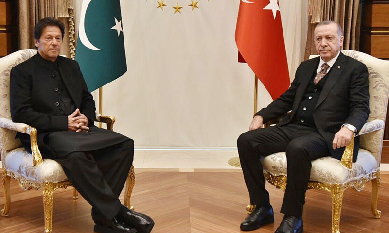 PM Imran Khan meets Turkish President Tayyip Erdogan in Ankara. —PID