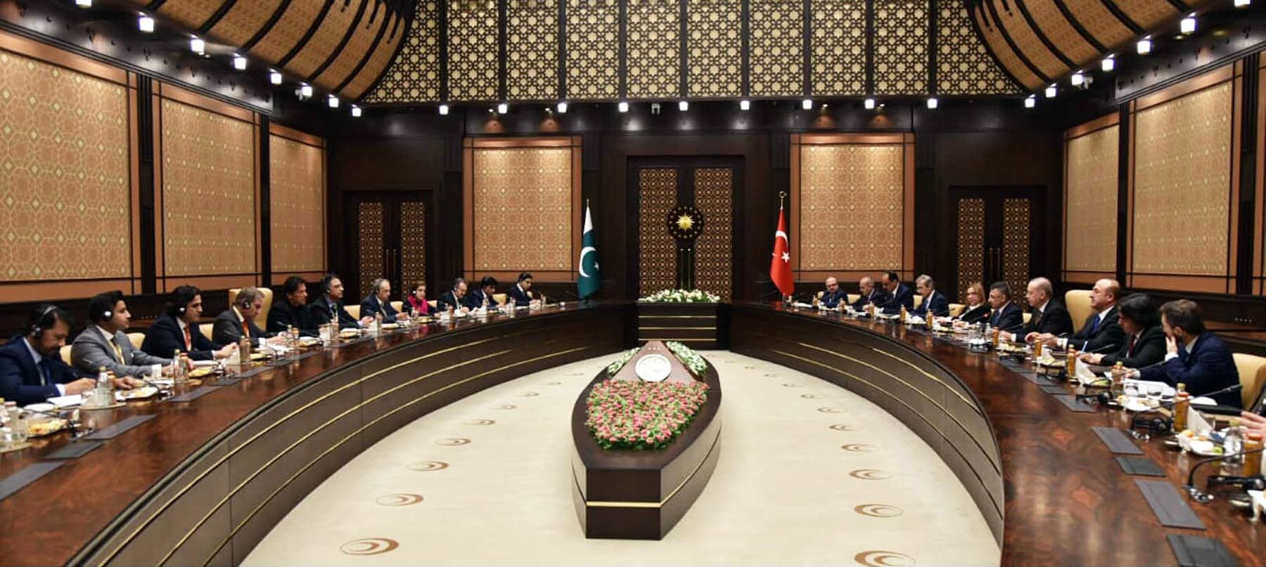 PM Imran Khan and Turkey's President Recep Tayyip Erdogan lead their respective delegations during talks in Ankara. —PID