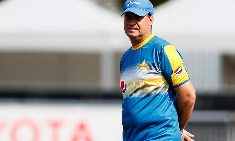 قومی ٹیم کے کوچ مکی آرتھر نے جنوبی افریقہ کی وکٹوں کو کرکٹ کیلئے غیرموزوں قرار دے دیا— فائل فوٹو: اے ایف پی