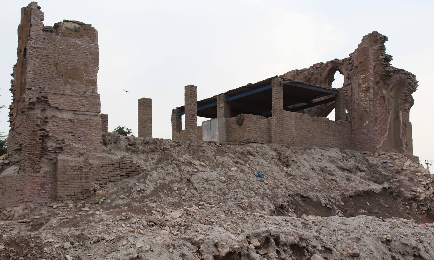 مسجد کے آثار—تصویر اختر حفیظ