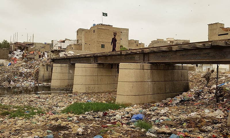 Tracks passing over the Gujjar Nala in Wahid Colony, Nazimabad.