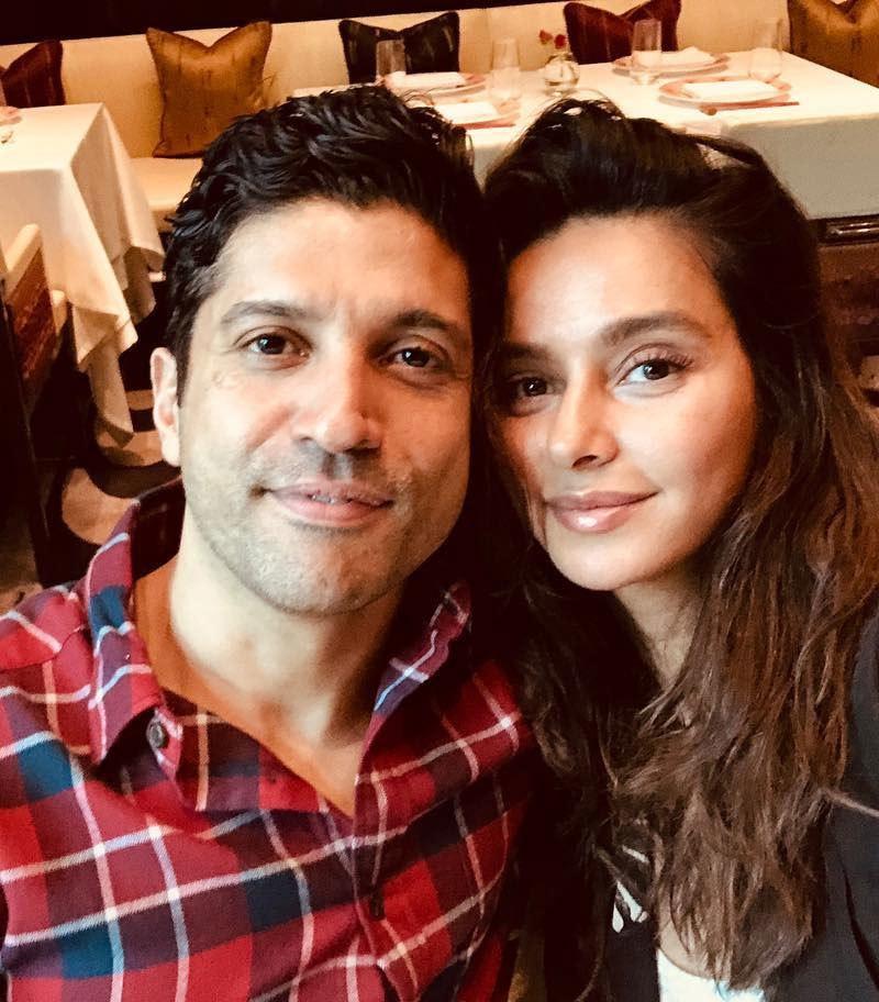 اب فرحان اختر اور گلوکارہ شبانی ڈنڈیکر کو ساتھ دیکھا جا رہا ہے—فوٹو: انسٹاگرام