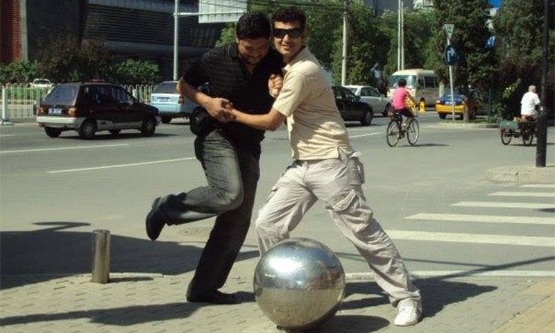 2009ء میں چین کے دورے پر لی گئی تصویر