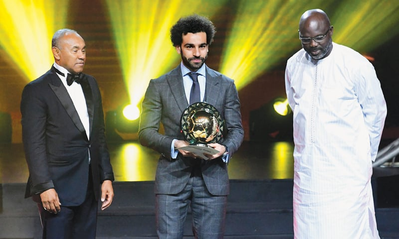 DAKAR: Liverpool and Egypt's Mohamed Salah (C) poses with Confederation of African Football president Ahmad Ahmad (L) and Liberian president George Weah after receiving the 2018 African Footballer of the Year Award.—AFP