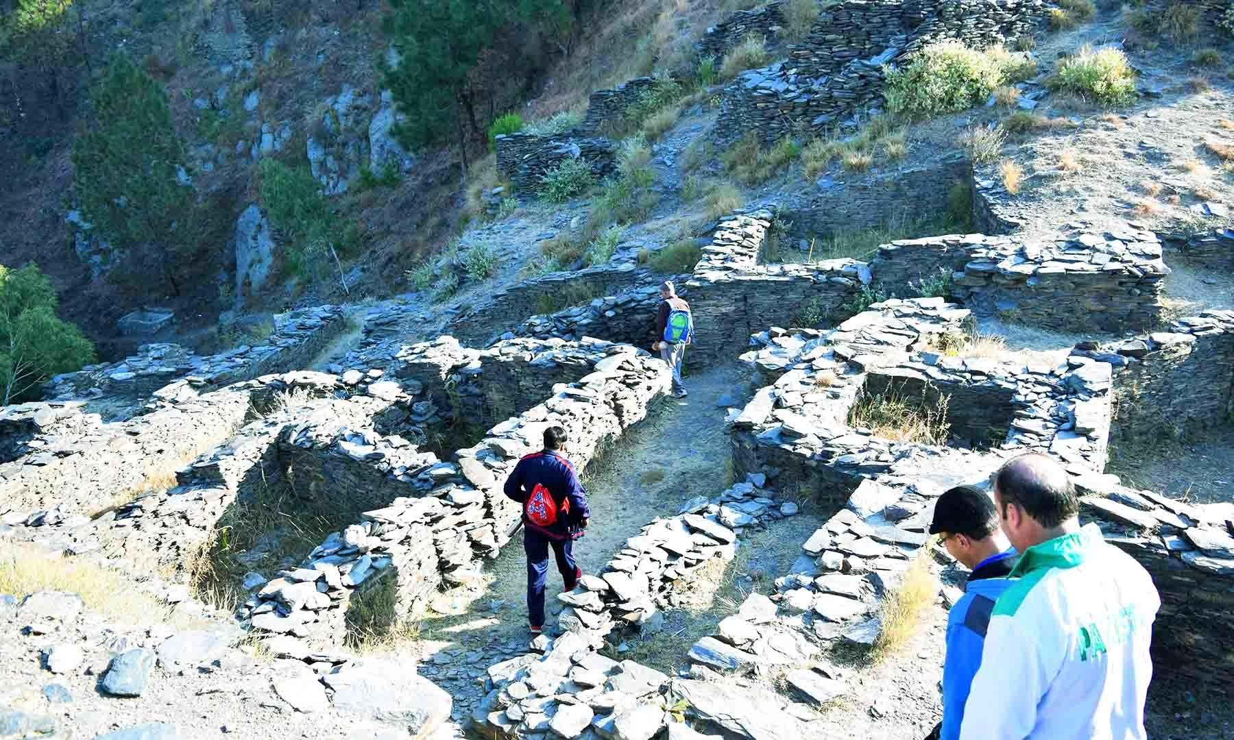 راجا گیرا قلعہ کا اندرونی منظر