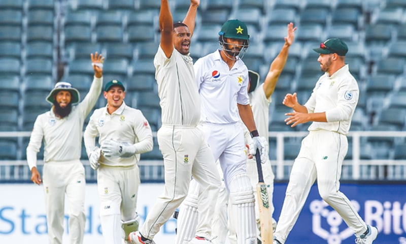 JOHANNESBURG: South African paceman Vernon Philander celebrates after dismissing Pakistan opener Shan Masood during the third Test at the Wanderers on Friday.—AP