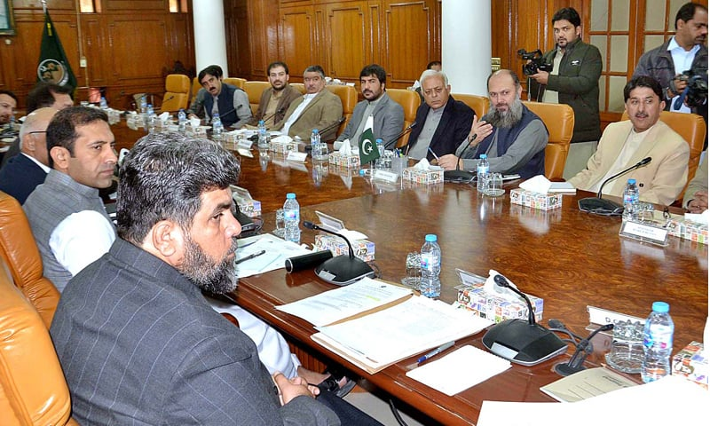QUETTA: Federal Minister for Petroleum Ghulam Sarwar Khan (centre) holds a meeting with members of the Balochistan cabinet on Friday.—APP