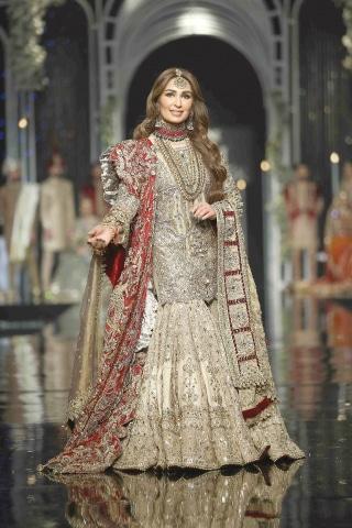 Reema walks for Mohsin Naveed Ranjha at Hum Bridal Couture Week '18 | Hum Network