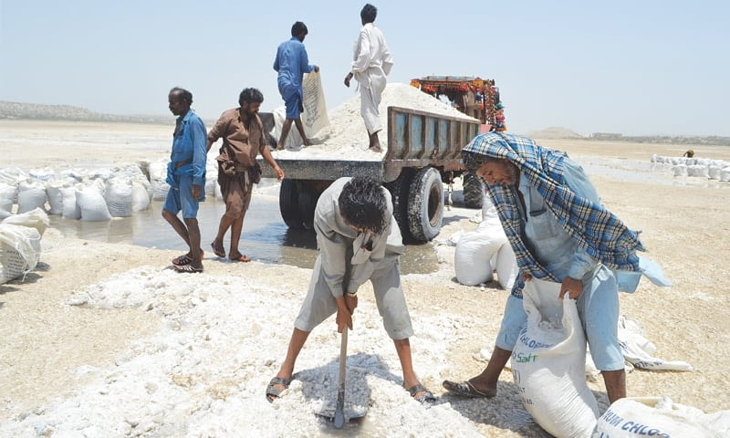 How can Pakistan exploit its salt potential and tap into the 270-million-tonne annual global demand for quality salt? ─ File photo