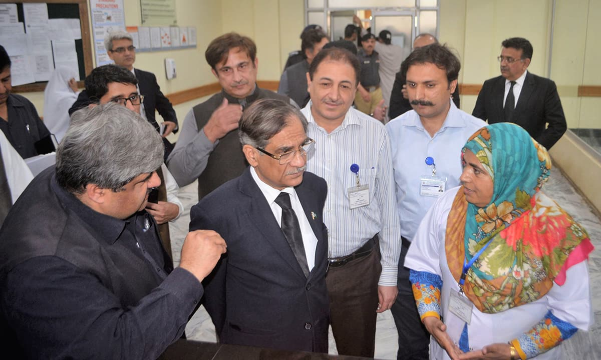 Chief Justice Mian Saqib Nisar during his visit to a hospital | Shahbaz Butt, White Star