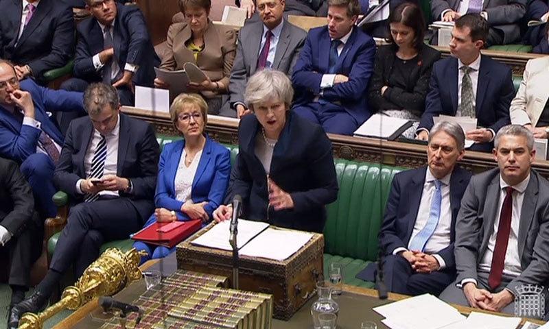 برطانوی وزیر اعظم تھریسامے بریگزٹ معاہدے پر ووٹنگ سے قبل پارلیمنٹ سے خطاب کر رہی ہیں— فوٹو: اے ایف پی