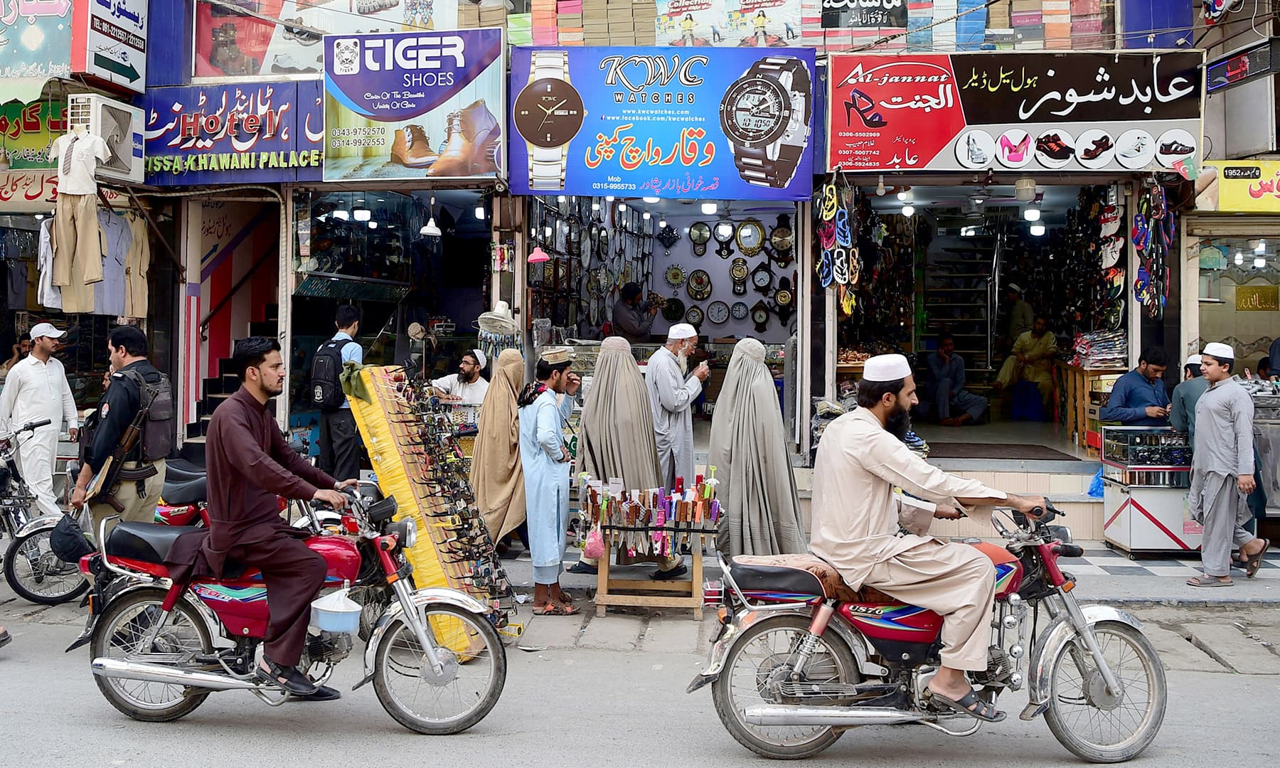 Afghan refugees are pictured on September 29, 2018 in the historic Qissa Khawani bazaar in Peshawar. —AFP