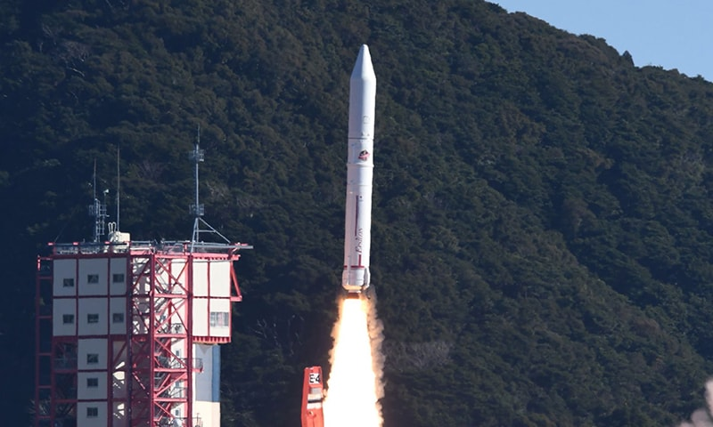 The Epsilon-4 rocket lifts off from the Uchinoura space centre by the Japan Aerospace Exploration Agency (JAXA) in Kagoshima prefecture on January 18, 2019. ─ AFP