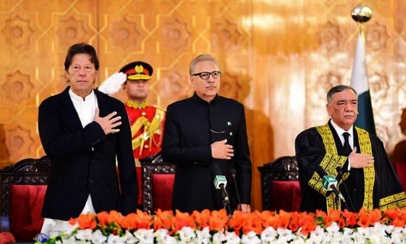 Prime Minister Imran Khan (L), President Arif Alvi (C) and Justice Asif Saeed Khan Khosa (R) at the oath-taking ceremony at Aiwan-i-Sadr. ─ Photo courtesy Imran Khan Instagram