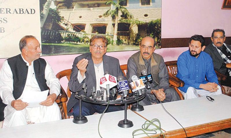 PTI leader Dr Mustansar Billah speaks at the press conference at Hyderabad Press Club on Saturday.—Dawn