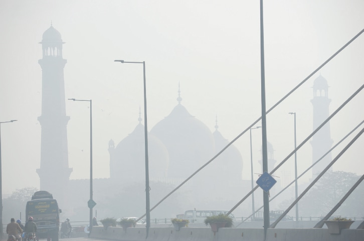 Badshahi Mosque appears dim because of the smog