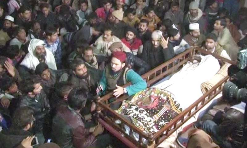 The body of Zeeshan Javaid surrounded by protesters. — DawnNewsTV