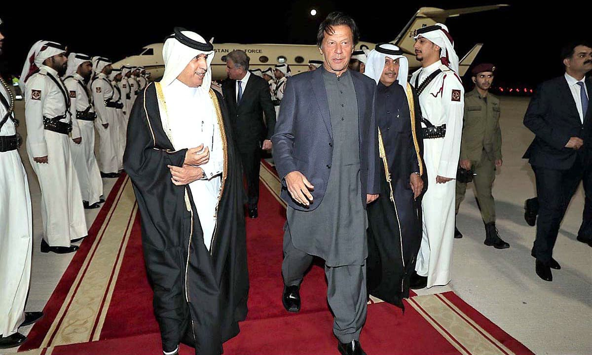 PM Imran Khan received by Minister of Qatar's Minister of State for Foreign Affairs Soltan bin Saad Al-Muraikhi. —APP