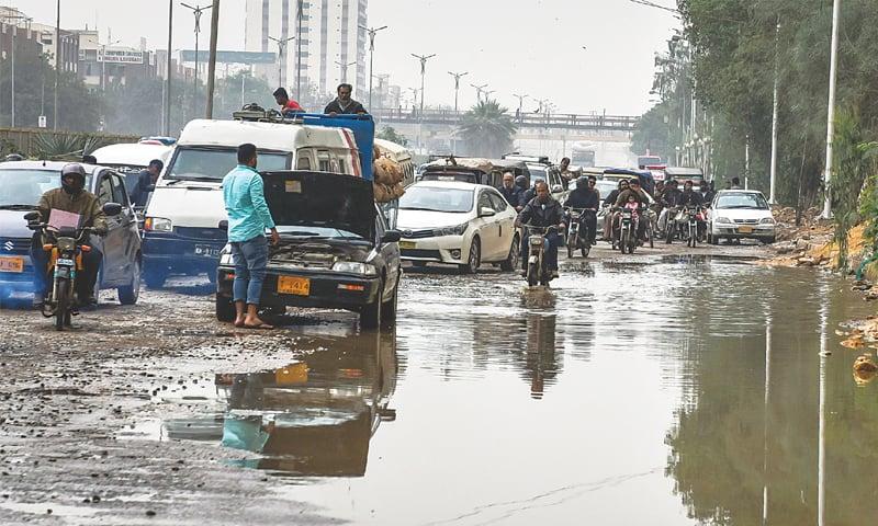 Four electrocuted as rain plays havoc with Karachi - Pakistan - DAWN COM