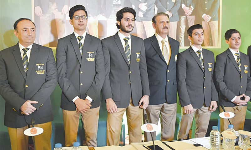ISLAMABAD: (L to R) PSF secretary Group Capt Tahir Sultan, Farhan Hashmi, Abbas Zeb, PSF senior vice-president Air Marshal Shahid Akhtar Alvi, Haris Qasim and Hamza Khan pose on Tuesday.—Tanveer Shahzad/White Star