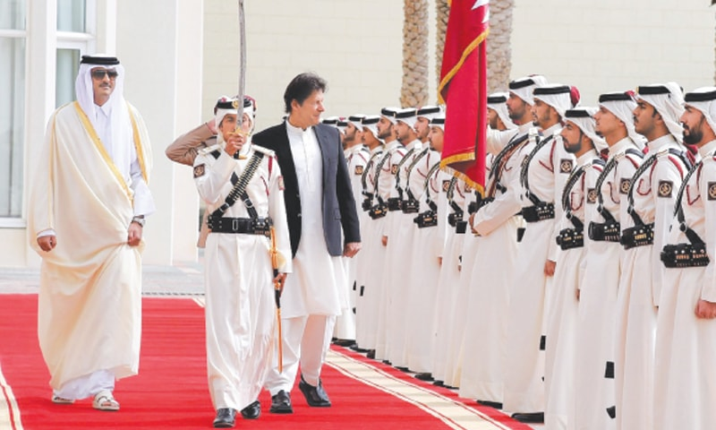 DOHA: Emir of Qatar Sheikh Tamim bin Hamad Al-Thani and Prime Minister Imran Khan inspecting guard of honour at the Diwan-i-Amiri on Tuesday.