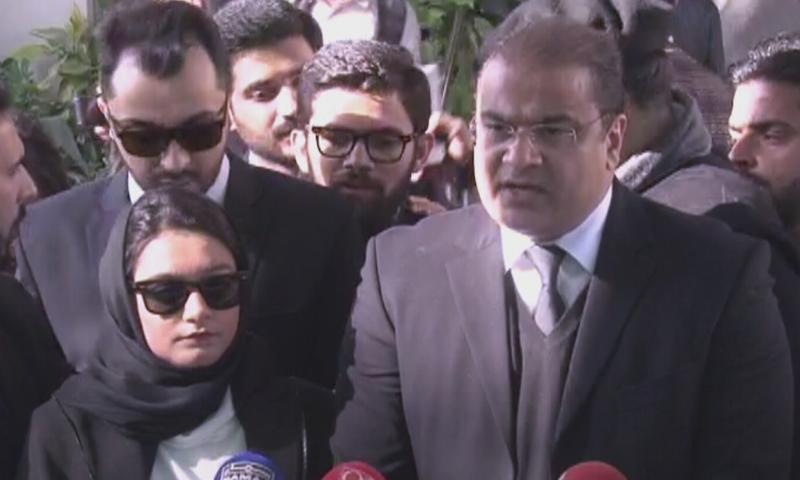 Khadija Siddiqui speaks to the media outside the Supreme Court. ─ DawnNewsTV